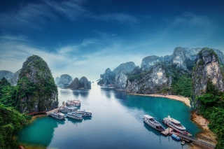 Hạ Long Bay Vietnam Attractions Background for Desktop 1280x720 HDTV