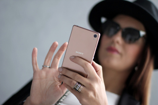Sony Xperia Z3 Selfie sfondi gratuiti per cellulari Android, iPhone, iPad e desktop