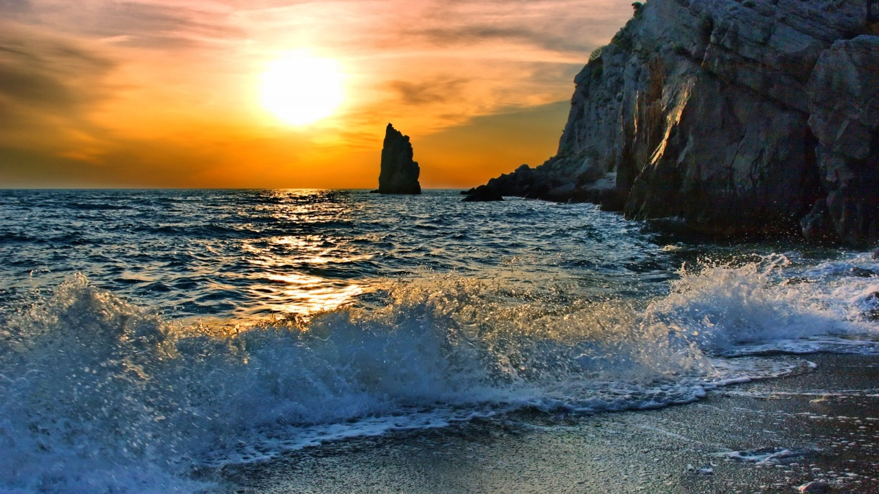 Splash on Evening Beach wallpaper 1280x720