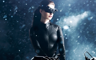 Catwoman Anne Hathaway sfondi gratuiti per cellulari Android, iPhone, iPad e desktop