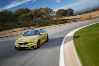 2014 BMW M4 Coupe In Motion Background for Android, iPhone and iPad