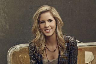 Free Emily Bett Rickards Picture for Android, iPhone and iPad