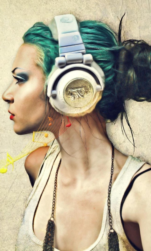 Screenshot №1 pro téma Girl With Headphones Artistic Portrait 480x800