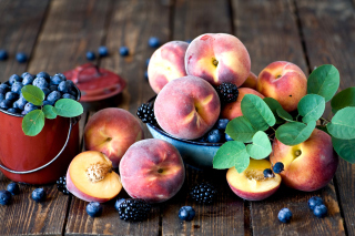 Free Blueberries and Peaches Picture for Android, iPhone and iPad