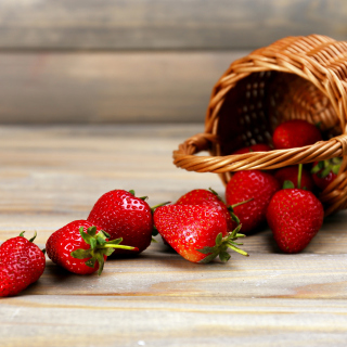 Free Strawberry Fresh Berries Picture for LG KP105