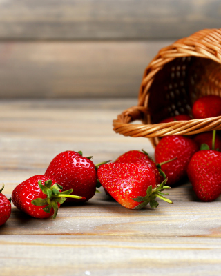 Kostenloses Strawberry Fresh Berries Wallpaper für 176x220