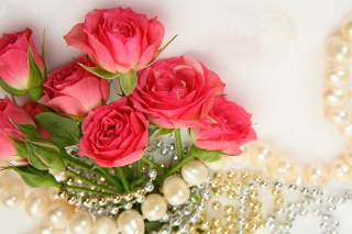 Necklace and Roses Bouquet Wallpaper for 960x854