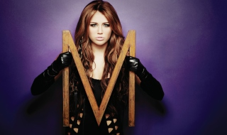 Kostenloses Miley Cyrus Long Hair Wallpaper für Nokia C3