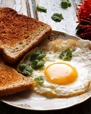 Breakfast with toast and scrambled eggs - Obrázkek zdarma pro 240x432