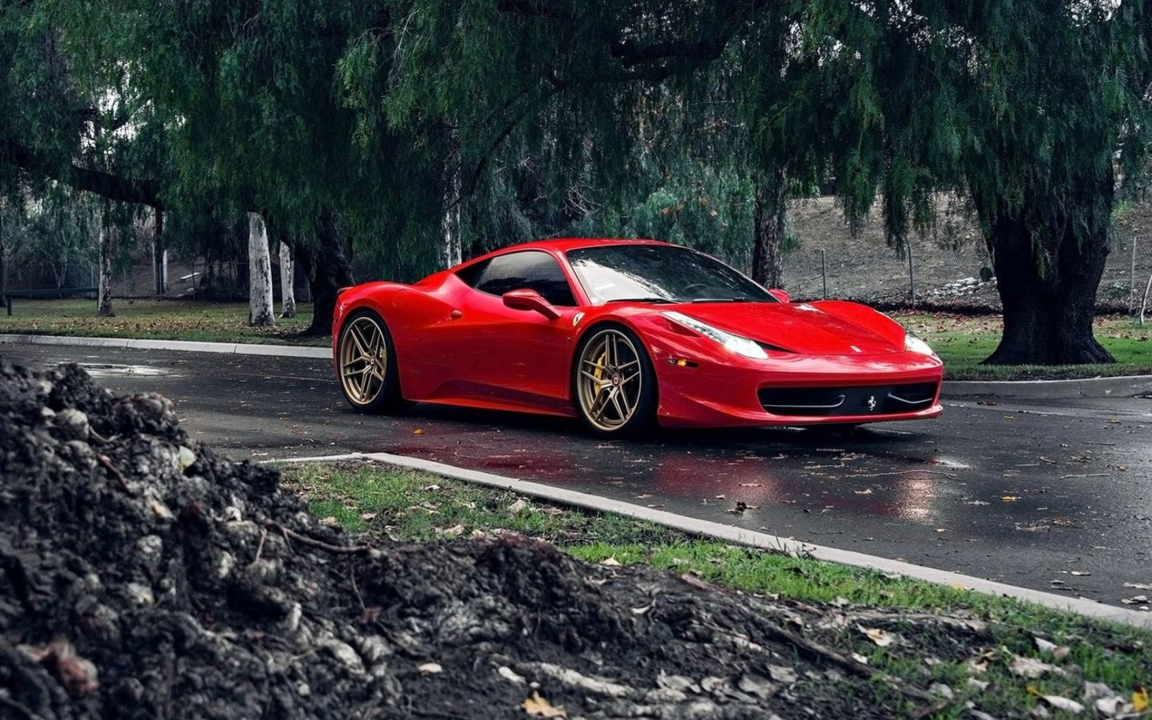 Обои Ferrari Enzo after Rain 1680x1050