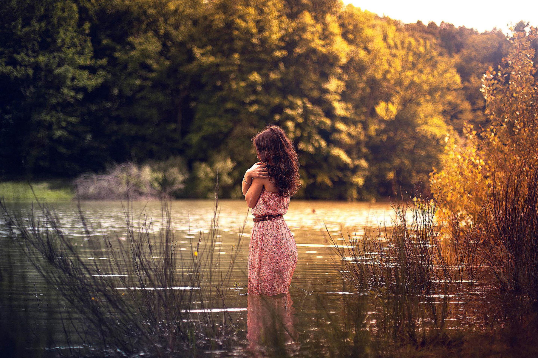 девушка платье озеро деревья бесплатно