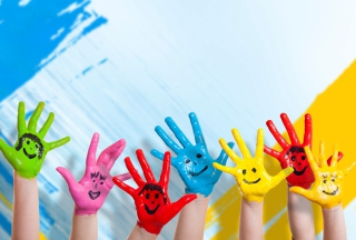 Painted Kids Hands sfondi gratuiti per 1600x1200