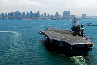 Military boats - USS Kitty Hawk Picture for Android, iPhone and iPad