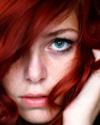 Beautiful Redhead Girl Close Up Portrait sfondi gratuiti per Nokia Lumia 925