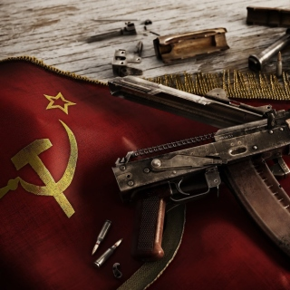 USSR Flag and AK 47 Kalashnikov rifle sfondi gratuiti per 1024x1024