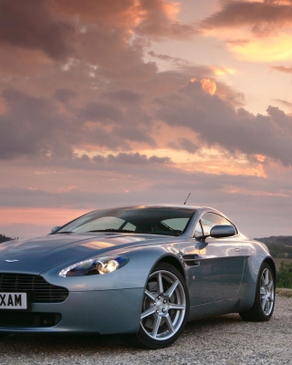 Free Aston Martin Vantage Picture for 176x220