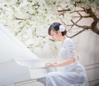Cute Asian Girl In White Dress Playing Piano - Obrázkek zdarma pro 208x208