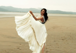 Kostenloses White Dress Wallpaper für Widescreen Desktop PC 1920x1080 Full HD