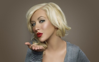 Christina Aguilera Kiss Picture for Android, iPhone and iPad