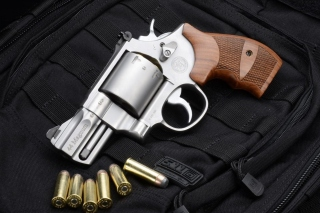Smith & Wesson 629 Background for Desktop 1280x720 HDTV