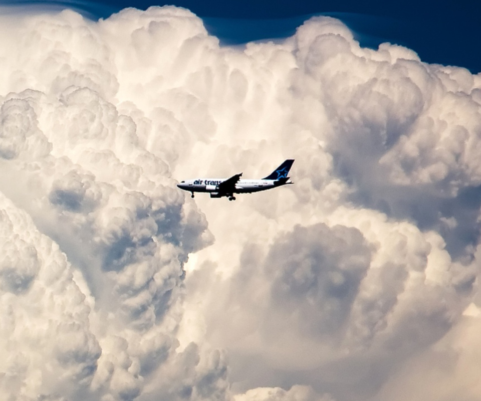Fondo de pantalla Plane In The Clouds 960x800