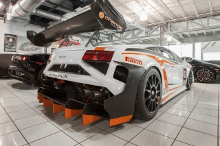 Lamborghini in Garage sfondi gratuiti per cellulari Android, iPhone, iPad e desktop