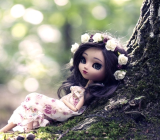 Beautiful Brunette Doll In Flower Wreath - Obrázkek zdarma pro 2048x2048