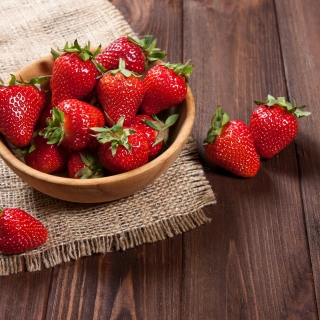 Free Basket fragrant fresh strawberries Picture for LG KP105
