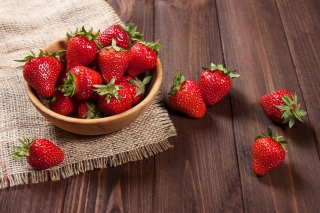 Basket fragrant fresh strawberries Wallpaper for Android, iPhone and iPad
