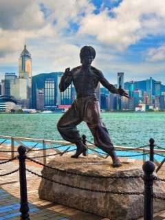 Screenshot №1 pro téma Bruce Lee statue in Hong Kong 240x320