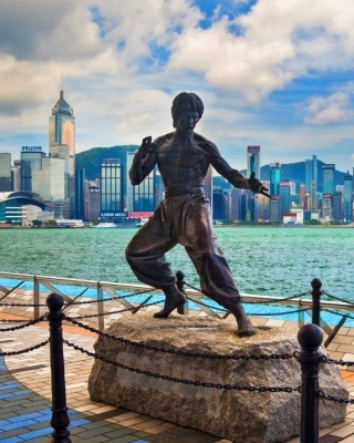 Bruce Lee statue in Hong Kong Background for HTC Titan