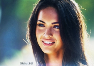 Megan Fox Portrait sfondi gratuiti per cellulari Android, iPhone, iPad e desktop