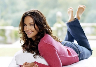 Ashley Judd Picture for Android, iPhone and iPad