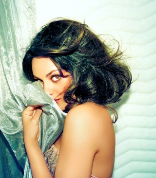 Free Confused Mila Kunis Picture for Nokia Lumia 610