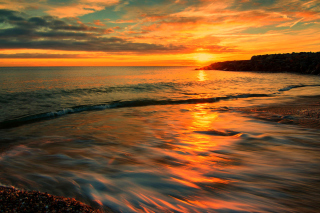 Free Italy Sunset on Tyrrhenian Sea Picture for Android, iPhone and iPad