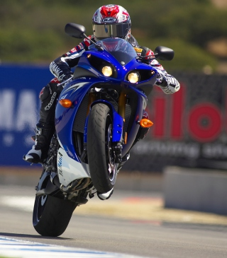 Free Yamaha Yzf R1 Picture for 640x1136