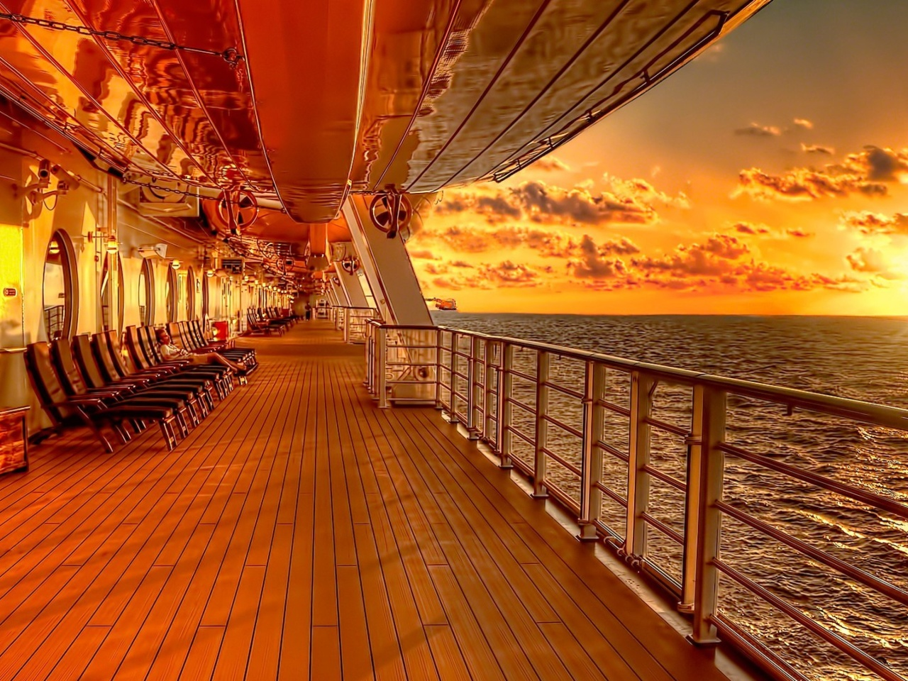 Das Sunset on posh cruise ship Wallpaper 1280x960