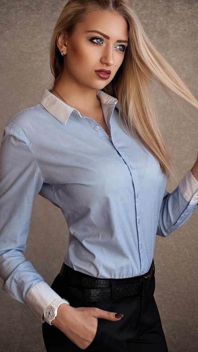 Attractive Blonde wallpaper 640x1136