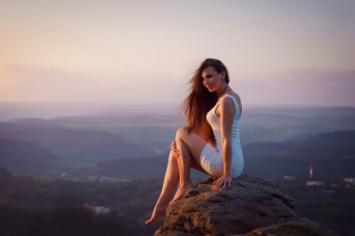 Girl with long Legs in White Dress - Fondos de pantalla gratis para Nokia XL