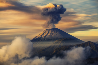 Volcano In Indonesia Background for Android, iPhone and iPad