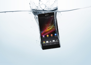 Free Sony Xperia Z In Water Test Picture for Android, iPhone and iPad