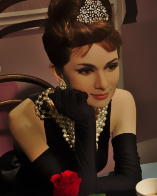 Free Breakfast at Tiffanys Audrey Hepburn Picture for Nokia Asha 306