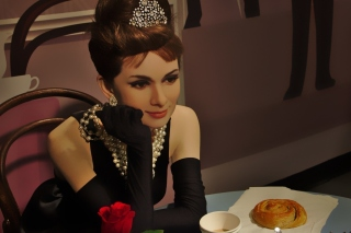 Breakfast at Tiffanys Audrey Hepburn sfondi gratuiti per Samsung Galaxy Pop SHV-E220