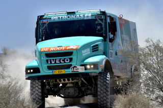 Free Iveco Race Truck Picture for Android, iPhone and iPad