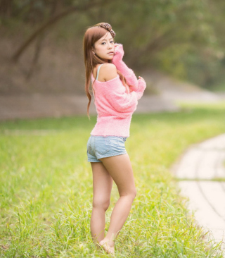 Cute Asian Girl In Pink T-Shirt And Blue Shorts - Obrázkek zdarma pro 480x854