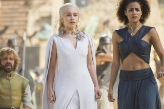 Game Of Thrones Emilia Clarke and Nathalie Emmanuel as Missandei papel de parede para celular para Nokia Asha 201