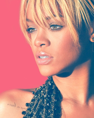 Rihanna Blonde Hair 2012 Picture for iPhone 5