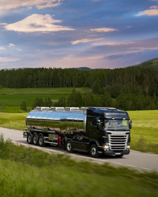 Scania R-Series Background for Nokia C-5 5MP