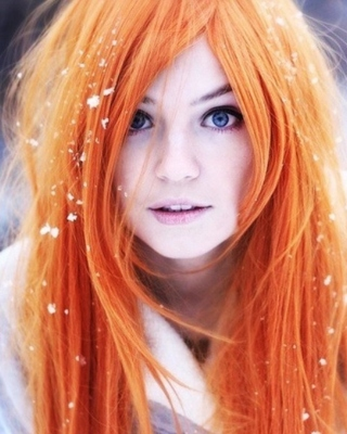 Redhead Girl HD Background for Samsung Mantra M340