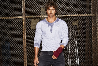 Free Hrithik Roshan Picture for Android, iPhone and iPad